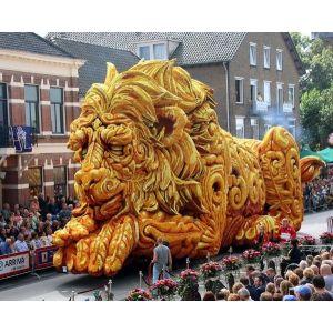 В Голландии состоялся парад скульптур из георгин