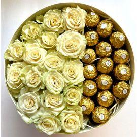 Коробка роз с Ferrero Rocher