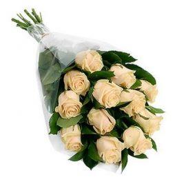 13 персиковых роз