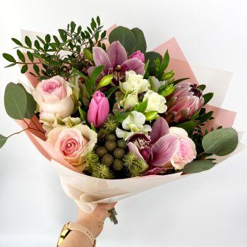 """Букет из роз, орхидей и альстромерий """"Тропикана"""""""
