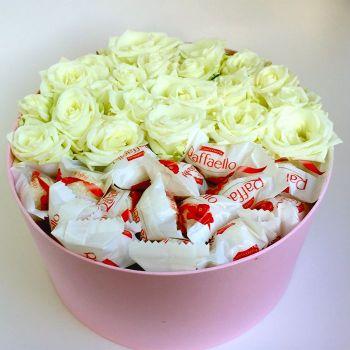 Коробка роз с рафаэлло
