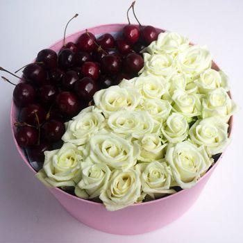 Розы и черешня