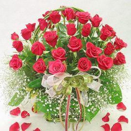 Корзина из красных роз